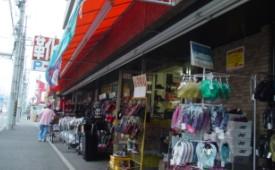 本村町店舗靴流通外観